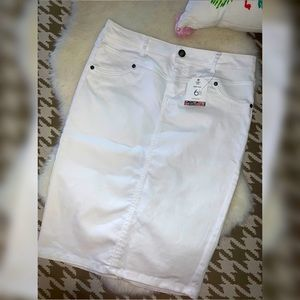 Suko Jeans Stretchable White Skirt  Size 6